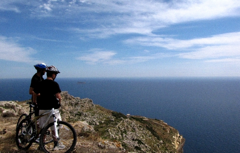 Malta: Cycle to your Grave